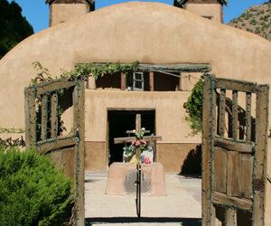 【アメリカ】奇跡の砂「サントワリオ・デ・チマヨ教会」ニューメキシコ